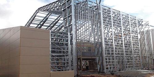 Structure métallique pour bâtiment industriel