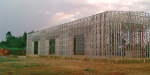 Construction of a metal structure for tertiary building