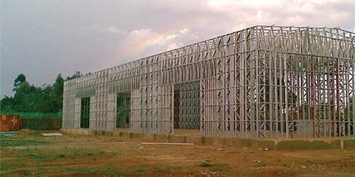 Construction d'une structure métallique pour bâtiment tertiaire