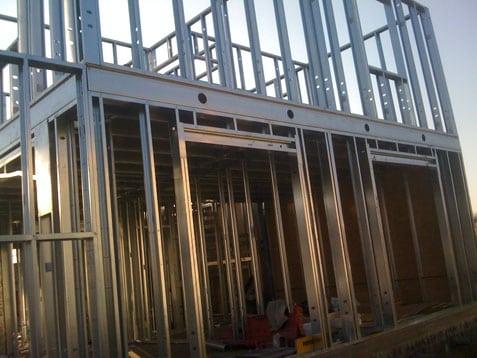 casa con struttura in metallo
